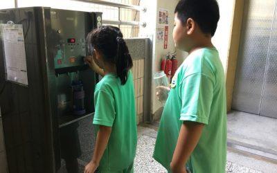 中市教育局補助176校汰換+5校購置飲水機 今年10月底完成。(記者湖明嬛翻攝)