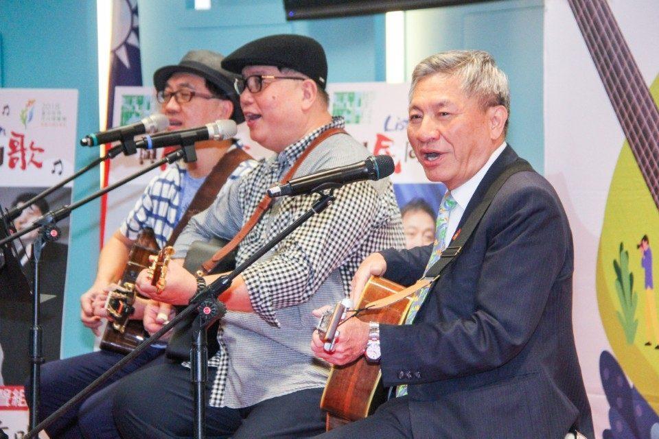 舊城新生博覽會系列活動 民歌唱將眾星雲集台中公園思恩堂草地開唱。(記者劉秝娟翻攝)