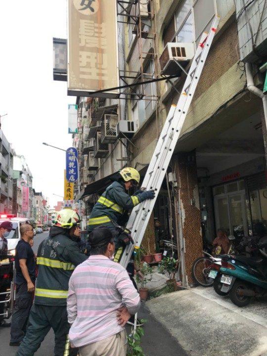 警消救護照片。(記者劉明吉翻攝)