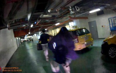 女為找手機險錯過末班車 警最後一刻神救援。(記者張越安翻攝)