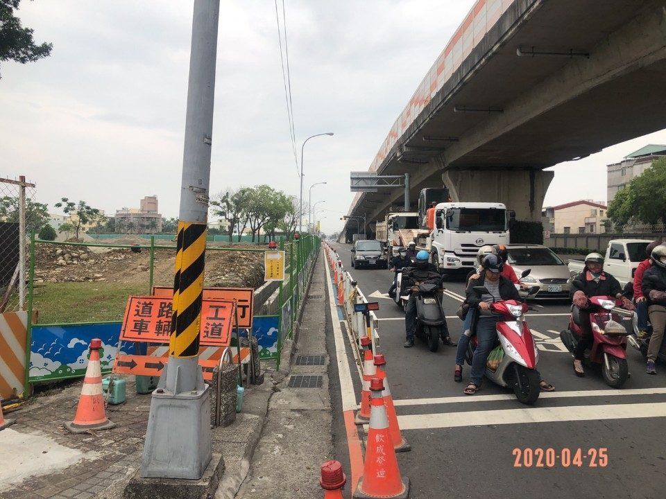 豐原大道一段北向橋下車道現況,4月30日起封閉。(記者劉明福翻攝)