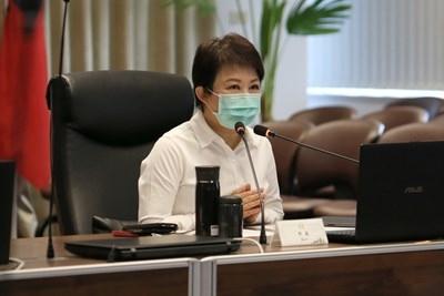 防疫加嚴加密-盧市長-感謝清潔同仁一起守護台中。(記者白信東翻攝)