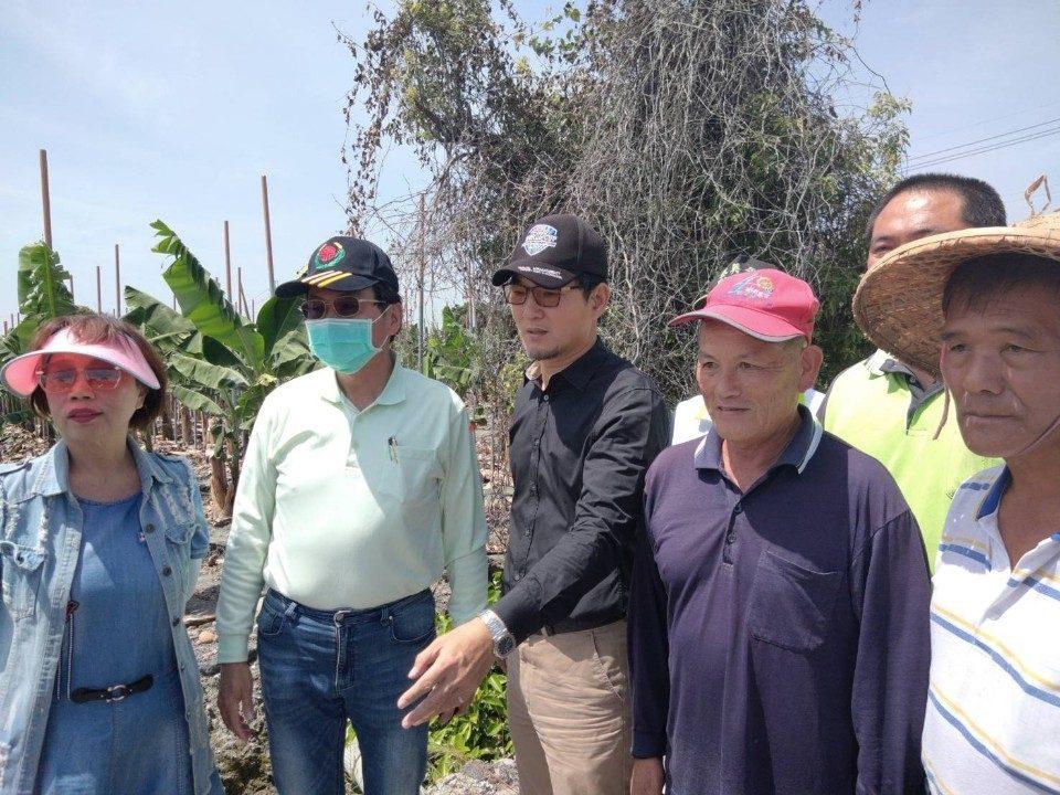 雲林農田水利會會長洪國浩各地民眾陳情改善的灌溉、排水渠道及地下水井。(記者張達雄攝影)