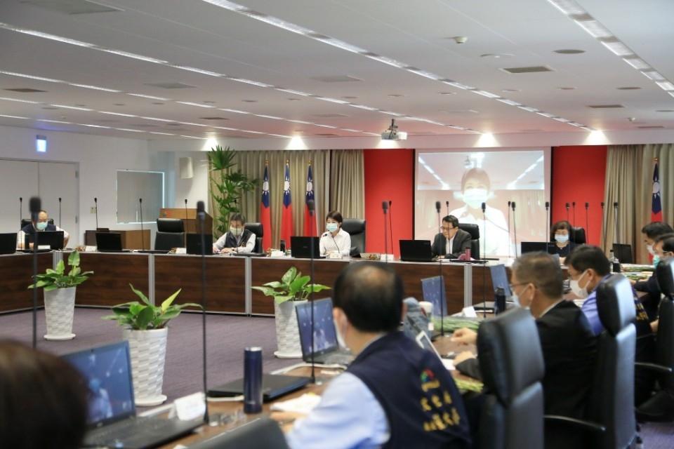 市府今日舉行市政會議,由范局長進行「109年度防汛整備專案報告」。(記者林俊為翻攝)
