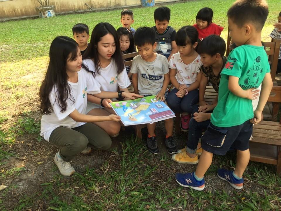 朝陽科大學生設計製作低年級學童食農教育教材。(記者陳笠洋翻攝)