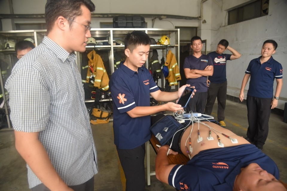 投119救護車添利器 心肺機丶心電圖儀大幅提高救護成效。(記者張光雄翻攝)