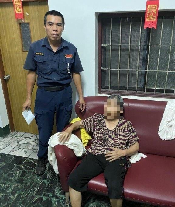 失智老婦外出走失 警民合作兩小時迅速尋獲。(特派員林惠貞翻攝)